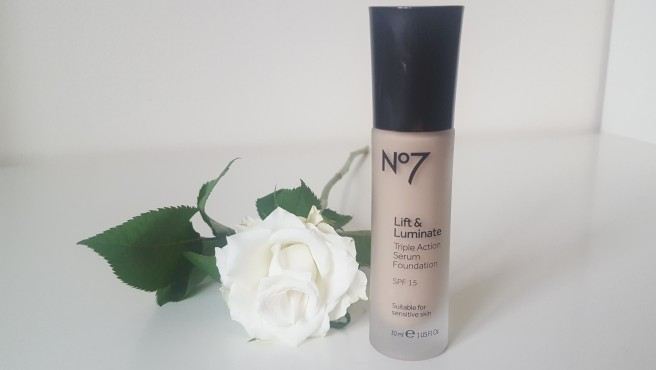 Boots No 7 Lift & Luminate Triple Action Serum Foundation